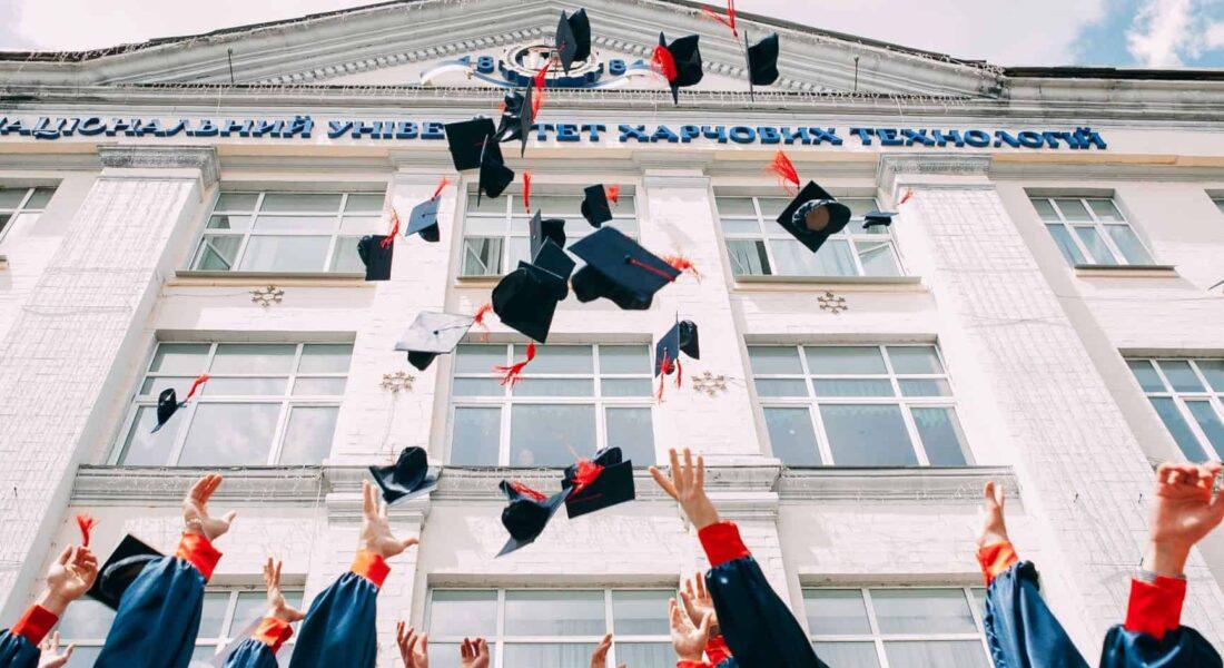 Hochschulmarketing Ist Der Schlüssel, Um Studenten Und Absolventen Als Zukünftige Mitarbeiter Zu Gewinnen.